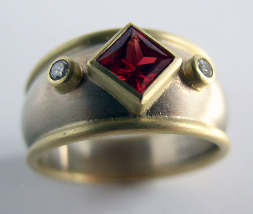 Orange sapphire, diamonds, 18KY, 18KW