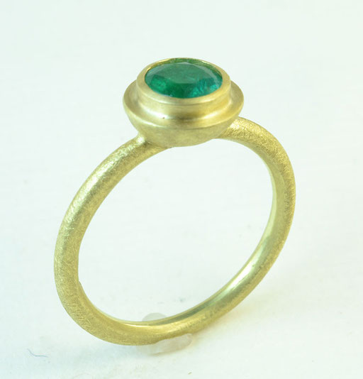 Emerald ripple ring, 18KY