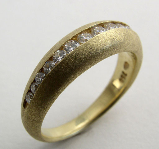 Diamond domed ring, 18KY