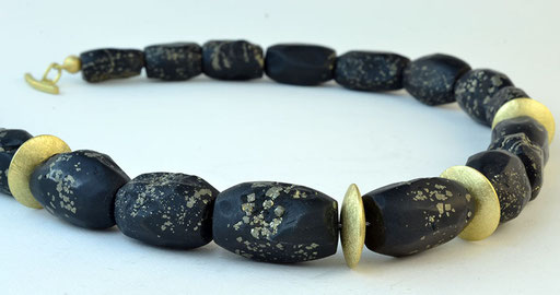 Slate-pyrite pebble necklace, 18KY