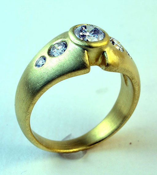 5-Diamond ring, 18KY