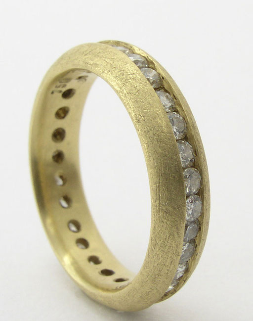 Diamond eternity band, 18KY