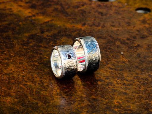 Eheringe Eisen mit Silber und schwarzem Diamant