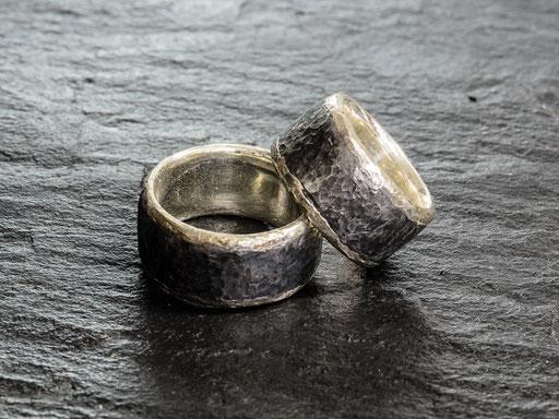 Partnerringe Stahl mit Silber gehämmert