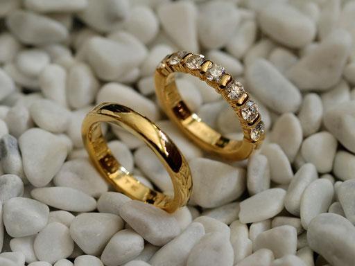 Gelbgoldringe mit Diamanten erweiterbar
