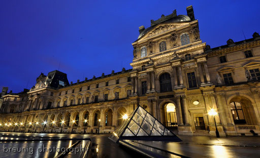 blue hour at louvre III