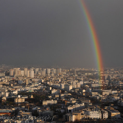 on top of tour montparnasse VI - rainbow before blue hour