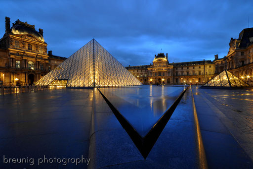 blue hour at louvre I