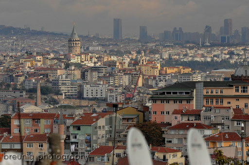 watching karaköy on top of city wall