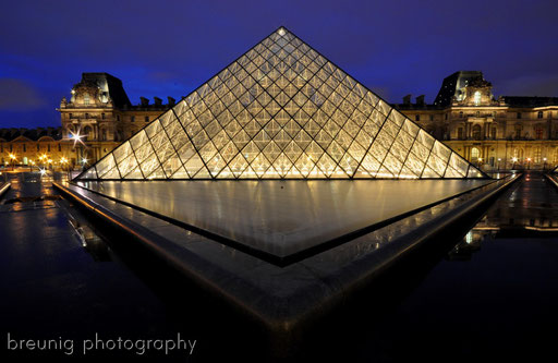 blue hour at louvre IV