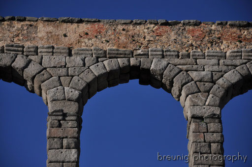 gigantic roman aqueduct II
