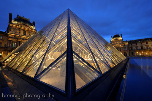 blue hour at louvre II