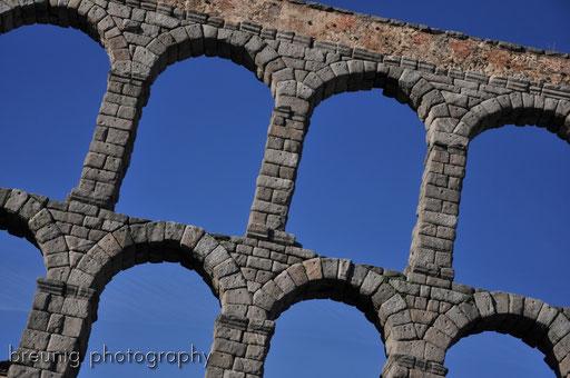gigantic roman aqueduct I