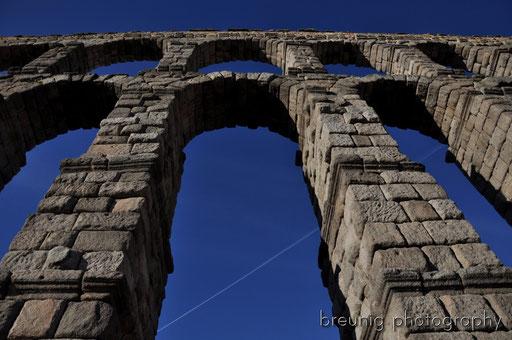 gigantic roman aqueduct III