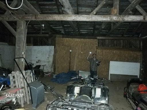 Michel enquêteur du paranormal (garage extérieur)