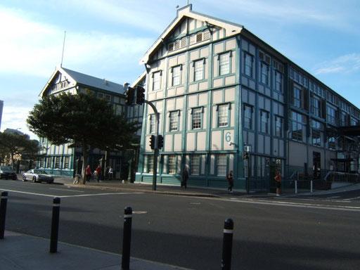 alte kaianlagen, jetzt hotel, restaurant, kunsthalle