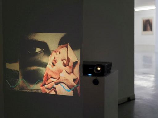 """Projektion des Videos """"Doris Schöttler.-Boll gewidmet"""" (Video: Erwin Wiemer, Konzept der Präsentation: Wolfram Lakaszus)"""