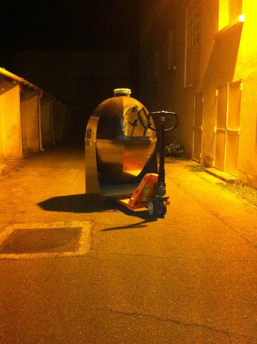Arrivée du Four de fusion dans la nuit - Photo © TiPii Atelier