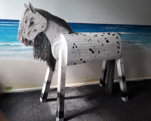 """""""Timmy"""" ein außergewöhnliches Pony nach Fotovorlage mit gefärbter Mähne"""