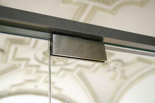 Ganzglasanlage - Raumtrenner - Pendeltüre - © Glaserei Allgäuer