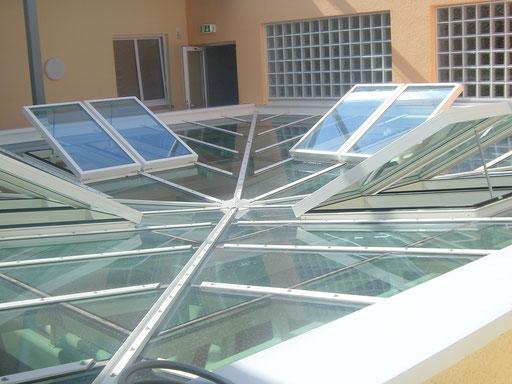 Glasdach - Rauchabzugsfenster  - © Glaserei Allgäuer