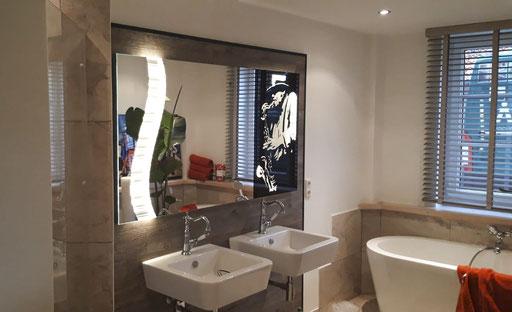 Spiegel - Maßanfertigung - individuell - LED Spiegel mit Teillackierung und Laserung - © Glaserei Allgäuer