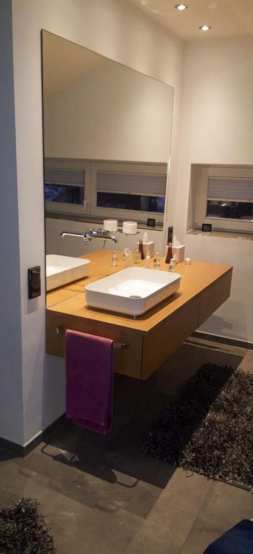 Spiegel mit Bohrungen für Wasserhahn - © Glaserei Allgäuer