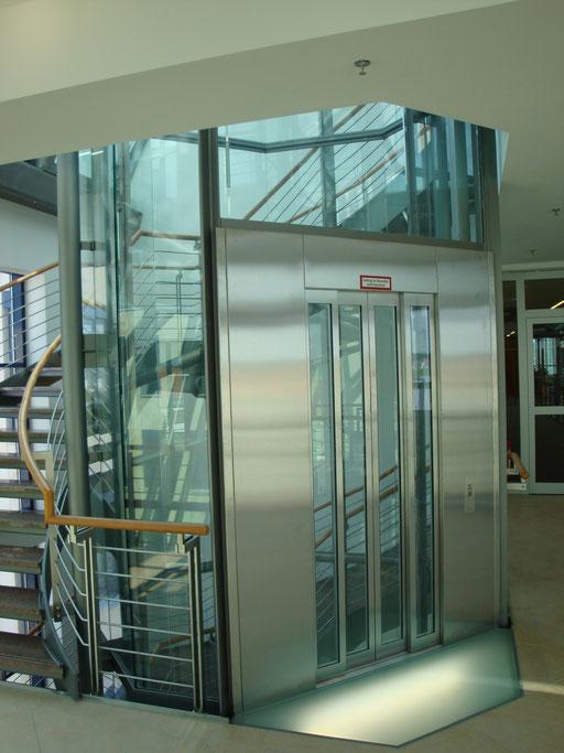 Aufzugsverglasung - Begehbares Glas - © Glaserei Allgäuer