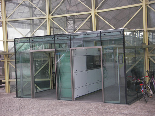 Glasfassade - Eingangsbereich - Olympiaschwimmhalle München © Glaserei Allgäuer