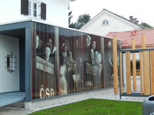 Profilitverglasung -Rückseitig beklebt - Stadtmuseum - Kunstverglasung - © Glaserei Allgäuer