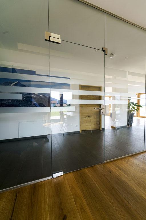 Ganzglasanlage - Drehtüre - © Glaserei Allgäuer