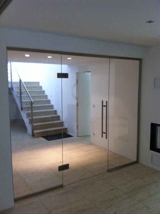 Glasabtrennung - Ganzglasanlage - Pendeltüre - © Glaserei Allgäuer