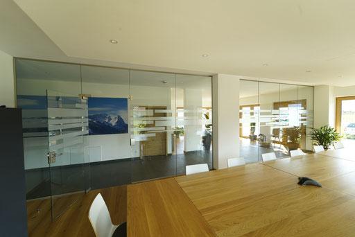 Ganzglasanlage - Glastüre - Büroabtrennung - © Glaserei Allgäuer