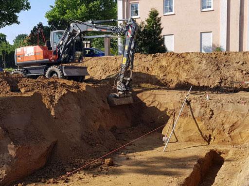Tief- & Erdarbeiten für einen Hausanschluss zum verlegen von Schmutz- & Trinkwasserleitungen