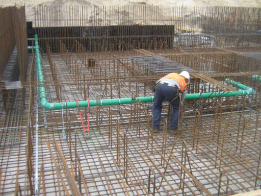 Mitarbeiter beim Grundleitungsbau
