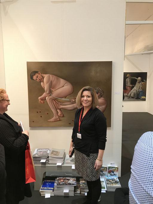 Art Karlsruhe 2018, Stand  H3/F 14 der Galerie KK, Lilli Hill vor ihrem Bild