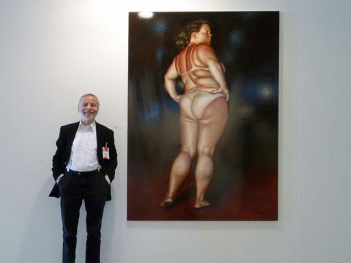 Art Karlsruhe 2011: KK vor einem Bild von Lilli Hill