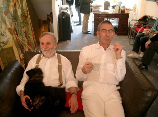 """Mit Hund """"Moritz"""" und Johannes Grützke 2007 in der Galerie KK"""
