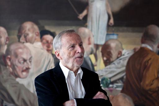 """Art Karlsruhe 2012: KK vor dem Bild """"Europa erscheint"""" von Johannes Grützke"""