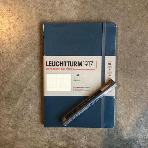 Leuchtturm Notizbuch 16,90 Euro | Leuchtturm Drehgriffel verschiedene Farben 19,90 Euro