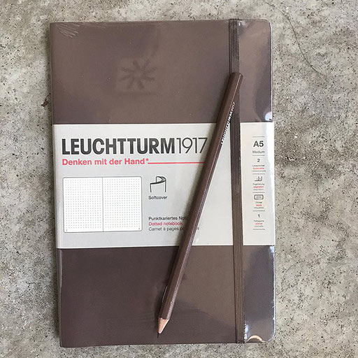 Leuchtturm Notizbuch 16,90 Euro / Bleistift 1,50 Euro