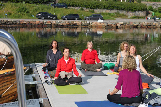 Und hier der Rest der Yoga-Beauties