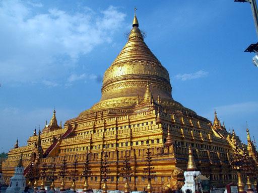 Vergoldet - Ganzansicht der Shwezigon Pagode in Nyaung U ...
