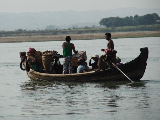 Fährschiff - Transport auf dem Irrawaddy