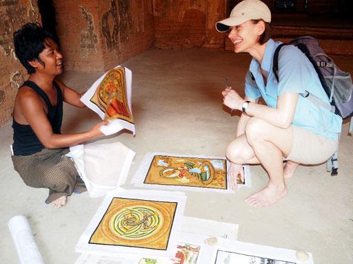 Maler in einer Pagode in Bagan