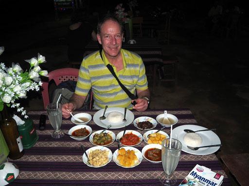 Ganz burmesisch - Abschiedsessen in Neubagan