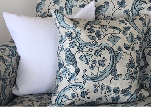 Cushion in Oiseaux et Feuillage by Antionette Poisson