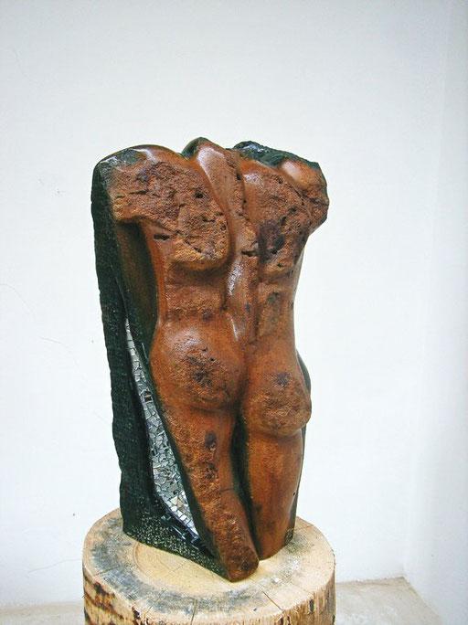 """torso """"Adams Rippe"""" 2008, Serpentingestein-Springstone mit Spiegelintarsien,  58 x 32 x  23 cm , ca. 95 kg"""