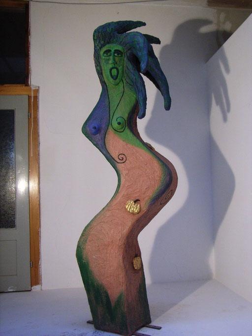Hesperide 2006, 1 aus einer Gruppe von 3 Hesperiden, NonaD (Kunststein), Acryl, Blattgold,  ANKAUF: Stadtmuseum Schwabach 2012