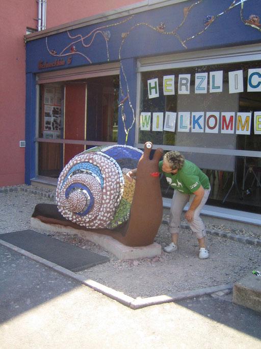 Schneckenskulptur aus NonaD an der Grund- und Mittelschule Mühlhausen - KUNST AM BAU MIT SCHÜLER 2014